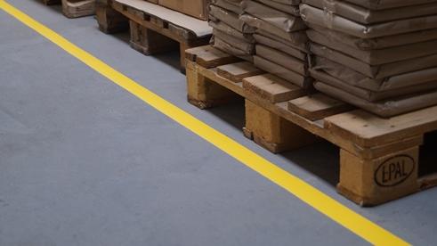 Linien anbringen - Bodenmarkierungsband
